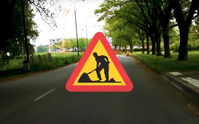Trafiklärare kör och förklarar vägarbetsområden